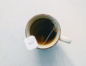 10x wat te doen met gebruikte thee(zakjes)